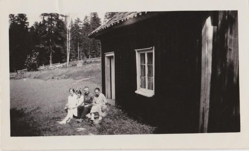 Nolbo 1925 Clas och Clas syster Tilda och Selma med dotter Märtha Tant Agda Davidsson framsida