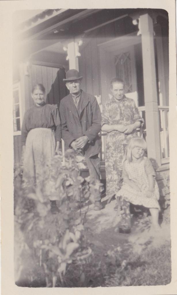Nolbo 1925 Clas syster Tilda och Selma med dotter Märtha Tant Agda Davidsson framsida