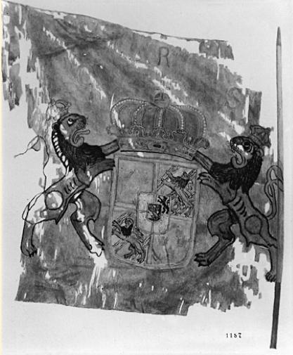 Livfana för Älvsborgs regemente, sydd i intarsiateknik år 1700 av Hans Liebenberg i Stockholm. Förlorad vid kapitulationen vid Tönningen 1713 och därvid över- lämnad till ryssarna. Fanan förvaras nu i Eremitaget, S:t Petersburg.