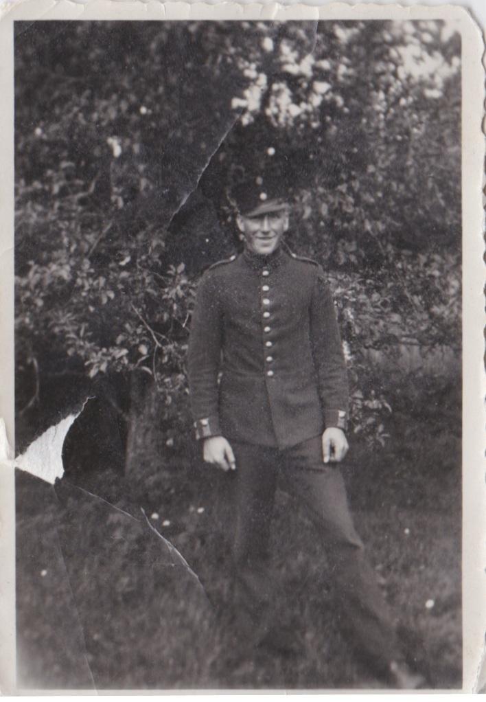 811 Torsten Johansson i äldre uniform 1933