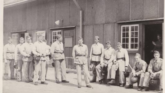 Torsten Johansson tillsammans med sina kamrater