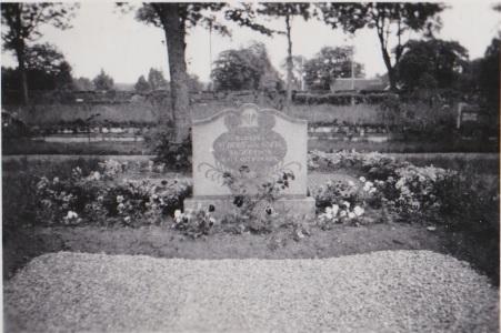 Albert och Sofias grav Hallaströmmen