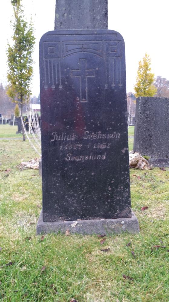 Per Julius Svenssons grav i Kinnarumma. i graven vilar också Julis och Ernst Leonard Svensson